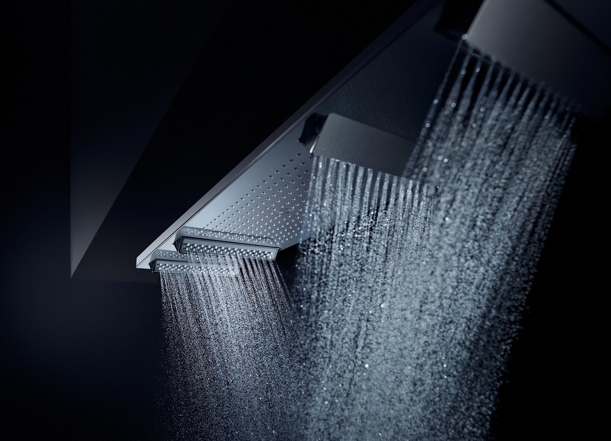 Badobjekte mit integriertem Licht zur eigenen Inszenierung sind laut Vereinigung Deutsche Sanitärwirtschaft (VDS) auf dem Vormarsch. Diese Deckenbrause schwebt wie schwerelos über dem Nutzer und umhüllt ihn mit feinsten Tropfen. Gleichzeitig übernimmt sie noch den Zweitjob als Lichtlieferant für die Duschzone. ©Vereinigung Deutsche Sanitärwirtschaft (VDS) / Axor / Hansgrohe SE