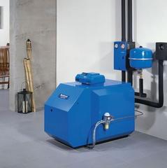 Einbausituation Öl-Niedertemperatur-Stahlheizkessel Logano S125 BE Eco mit Regelsystem Logamatic 2107 ©Bosch Thermotechnik GmbH, Buderus Deutschland