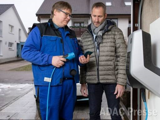 © Fachvereinigung Betonfertiggaragen e. V. /EnBW/ADAC
